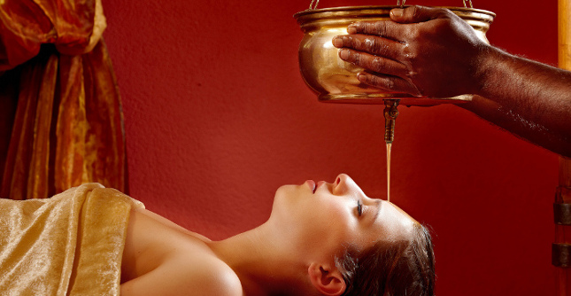 Ayurveda in Thiersee: Shirodhara Behandlung