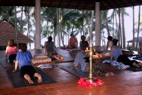 Yoga im benachbarten Coconut Bay Beach Resort