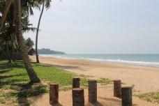 ... Sandstrand für ausgedehnte Spaziergänge  - direkt angrenzend an das ANANDA Ayurveda Resort